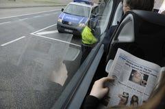 Policía alemana en el control de pasaportes en Rostock Alemania imagen de archivo