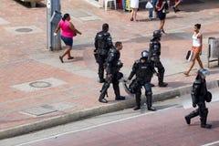 Policía antidisturbios colombiana foto de archivo