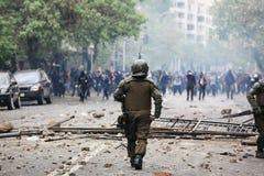 Policía antidisturbios en Chile Imagen de archivo
