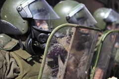 Policía antidisturbios en Chile Imágenes de archivo libres de regalías