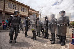 policía antidisturbios en Ecuador Imagenes de archivo