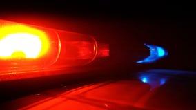 Policía azul y lámpara roja que destella de giro almacen de metraje de vídeo