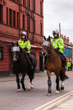 Policía BRITÁNICA a caballo Fotografía de archivo
