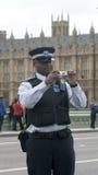 Policía británico con la cámara de la foto Fotos de archivo libres de regalías