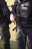 Policía con la ametralladora Imágenes de archivo libres de regalías