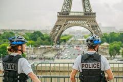 Policía de la torre Eiffel Fotografía de archivo libre de regalías