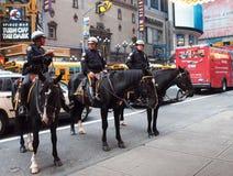 Policía en caballos en New York City Fotos de archivo