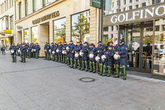 Policía en el recurso seguro a ayudar en el aniversario de la unidad alemana en el franco Fotos de archivo
