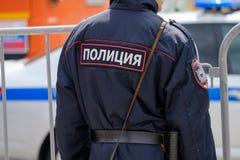 Policía en el uniforme, vista posterior Foto de archivo libre de regalías