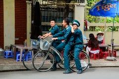 Policía en la bicicleta fotografía de archivo