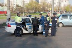 Policía en la escena del accidente, Moscú Imagen de archivo