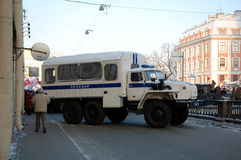 Policía en la reunión para las elecciones justas en Rusia Imagenes de archivo