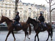 Policía en las calles de París Imagen de archivo libre de regalías
