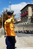 Policía en las calles de San Marino, Europa Foto de archivo
