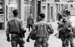 Policía Estrasburgo Francia después de attentados terroristas en la Navidad mA fotografía de archivo libre de regalías