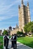 Policía fuera de Westminster imagenes de archivo