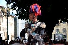 Policía italiana con la espada Foto de archivo