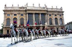 Policía italiana con los caballos en el cuadrado Imagenes de archivo