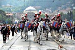 Policía italiana en desfile delante de la gran madre Fotos de archivo