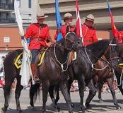 Policía montada canadiense real en Horsebackmarching Imagen de archivo libre de regalías
