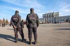 Policía rusa en el cuadrado central en el Samara, Rusia Fotografía de archivo