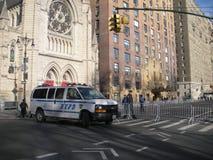Policía Van Blocking Central Park West, NYC, NY, los E.E.U.U. Foto de archivo