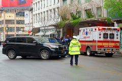 Policía y ambulancia de la colisión del accidente de tráfico de New York City en Manhattan fotos de archivo