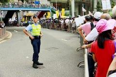 Policía y manifestante Fotos de archivo