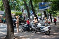 Policías de tráfico en el trabajo, Vietnam Imagen de archivo