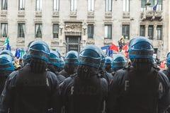Policías del alboroto durante el desfile del día de la liberación Fotografía de archivo libre de regalías