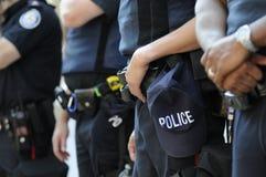 Policía que consigue lista. Fotografía de archivo libre de regalías