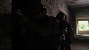 Police anti-terroriste pendant des exercices tactiques clips vidéos