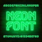 Police au néon futuriste d'alphabet Lettres et nombres d'ampoule de feu vert illustration de vecteur