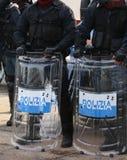 Police avec les boucliers et le tenue anti-émeute pendant l'événement dans la ville Photographie stock