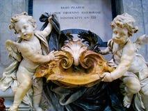 Police baptismale à la basilique de St Peter, Rome, Italie Photographie stock libre de droits
