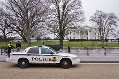 A police car parked in front of the White House in Washington DC Stock Photos