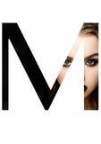 Police créative de mode de fille de maquillage de beauté de lettre de M Photographie stock