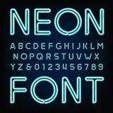 Police d'alphabet de tube au néon Dactylographiez les lettres et les nombres Photographie stock libre de droits