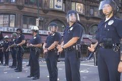 Police dans le tenue anti-émeute, Image stock