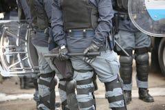 Police dans le tenue anti-émeute Photographie stock libre de droits