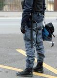 Police dans le tenue anti-émeute avec des casques Photo libre de droits