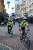 Police de cycle dans l'Australie de Perth Images libres de droits