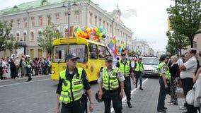 Police de défilé gai d'autobus clips vidéos