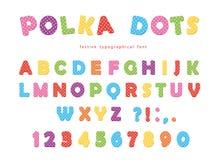 Police de fête de points de polka Lettres et nombres colorés d'ABC Alphabet drôle pour des gosses D'isolement sur le blanc Photographie stock libre de droits