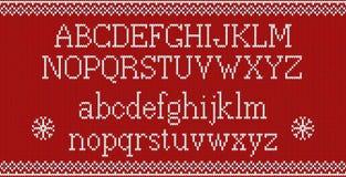 Police de Noël Alphabet latin tricoté sur le modèle tricoté sans couture avec les flocons de neige et le sapin Tricotage juste no Photo stock