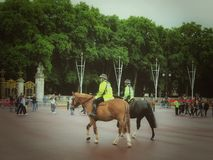 Police on horseback of Buckingham Palace Royalty Free Stock Images