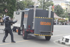 POLICE JAVA-CENTRALE SOLO S'EXERÇANT ANTI-TERRORISTE DE VILLE photographie stock