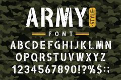 Police militaire de pochoir sur le fond de camouflage Alphabet approximatif et sale de pochoir avec des nombres dans le rétro sty illustration libre de droits