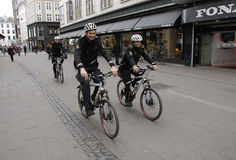 POLICE PATROL ON BIKES STROEGET PEDESTRAIN STREET Royalty Free Stock Photos