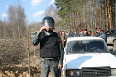 Police russe sur la protestation des écologistes dans la forêt de Khimki Photos libres de droits